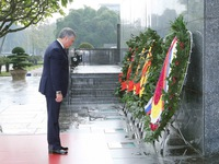 Russia's State Duma Chairman pays tribute to President Ho Chi Minh