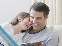 Các ông bố nên chia sẻ những gì với con gái?