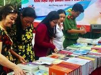 Various activities in response to Vietnam Book Day