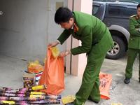 Nghệ An: Bắt xe khách vận chuyển hơn 50kg pháo từ Lào về Việt Nam