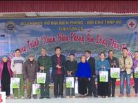 Bộ đội biên phòng hỗ trợ hộ nghèo vùng biên giới đón Tết