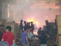 Bình Dương: Hỏa hoạn thiêu rụi 3.000m2 nhà xưởng, kho hàng đồ gỗ