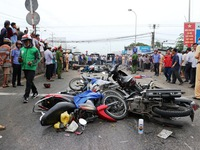 Những vụ tai nạn kinh hoàng khi dừng chờ đèn đỏ