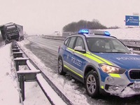Tuyết rơi làm tê liệt giao thông châu Âu