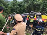 Vụ xe khách lao xuống vực ở đèo Hải Vân: Khẩn trương cấp cứu người bị nạn