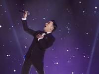 Quang Hà 'bùng nổ' trong liveshow dù chỉ chuẩn bị trong 2 ngày sau vụ cháy sân khấu