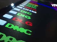 Các nhà đầu tư lạc quan khi VN-Index vượt mốc 1.000 điểm