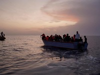 Chìm xuồng chở người di cư ngoài biển Tây Ban Nha, 20 người chết và mất tích