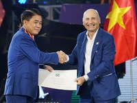 Hanoi's leader receives Order of Merit of Italy