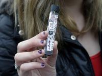 Canada đề xuất biện pháp ngăn giới trẻ hút thuốc lá điện tử