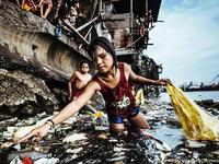 """""""Cô bé nhặt rác thải nhựa"""" đoạt giải Ảnh năm 2019 của UNICEF"""