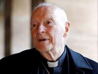 Cựu Hồng y Mỹ bị tước áo linh mục do xâm hại trẻ vị thành niên