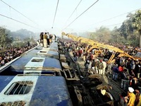 Tàu hỏa trật bánh ở Ấn Độ, 7 người thiệt mạng