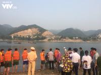 Đi đá bóng về tắm sông, 8 em học sinh đuối nước thương tâm