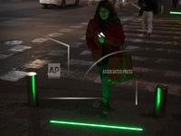 Đèn giao thông 'Zombie' trên mặt đường
