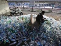Trung Quốc cấm nhập khẩu rác thải nhựa, ngành tái chế toàn cầu chao đảo