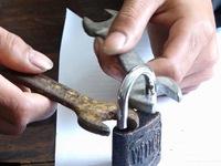 Đối tượng phá khóa trong chưa đầy 3 phút trộm cắp tài sản