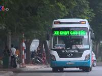 Đại lộ Thăng Long - Hà Nội thường xuyên ùn tắc do xe dừng đón khách