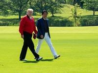 Tổng thống Mỹ Trump đấu golf giao hữu cùng Thủ tướng Nhật Bản Abe