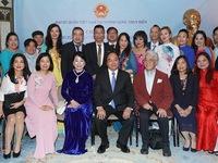 Prime Minister visits Vietnamese embassy staff, expatriates in Sweden