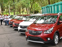 First Vietnamese cars handed over to customers