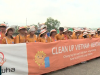 Chung tay làm sạch sông Mekong