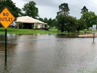 Bão Barry đổ bộ, hàng triệu người chịu cảnh lũ lụt
