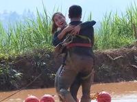 Đỗ Mỹ Linh tự tin lội ruộng bùn, ôm Xuân Tiền 'ăn mừng' trong Cuộc đua kỳ thú