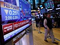 """Quyết định hạ lãi suất của FED làm """"rung chuyển"""" thị trường tài chính"""