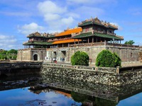 Tourists experience community-based tourism in Hue