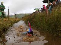 Thú vị cuộc đua lặn dưới bùn ở xứ Wales