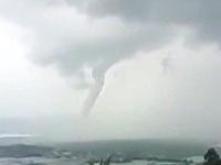 Lốc xoáy ở Hải Nam (Trung Quốc) làm 8 người thiệt mạng