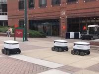 Robot giao hàng trong trường đại học tại Mỹ