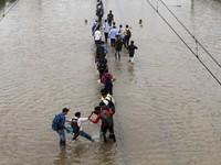 Mưa lớn và lũ quét tại Ấn Độ, hàng trăm người bị mắc kẹt