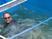 Kiểm nghiệm nước sông Tô Lịch, chuyên gia Nhật Bản tắm tại khu vực đã được làm sạch