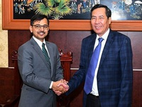Nhan Dan Newspaper's editor-in-chief welcomes visiting Indian ambassador