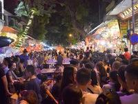 Hàng ngàn người chen lấn dạo chợ Trung thu truyền thống