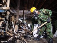 Bắt đầu tiến hành tẩy độc khu vực nhà xưởng bị cháy của Công ty Rạng Đông