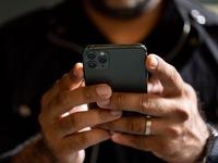 iPhone 11 tại Việt Nam: Giá bán tốt, màu xanh rêu vẫn rất 'nóng'