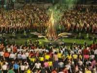 VIDEO: 5.000 người tham gia màn múa xòe lớn nhất thế giới tại Yên Bái
