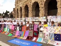 Peace drawings by children adorn colosseum in Rome
