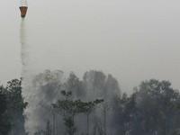 Bom nước - Phương pháp hữu hiệu dập cháy rừng ở Indonesia