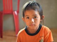 'Vì quá nghèo khổ, tôi chưa từng nghĩ đến có thể chữa bệnh cho con...'