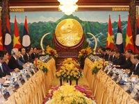 Top leaders of Vietnam and Laos hold talks in Vientiane