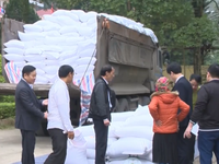 Rice support given to poor households to celebrate Tet