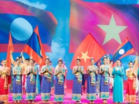 Vietnamese leaders congratulate Laos on 44th National Day