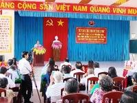 Thủ tướng tặng quà Tết đồng bào khó khăn ở Trà Vinh