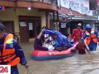 Jakarta chào đón năm mới trong ngập lụt