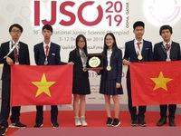 Vietnamese students win three golds at International Junior Science Olympiad