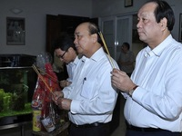 PM pays tribute to late Party, State leaders ahead of Tet